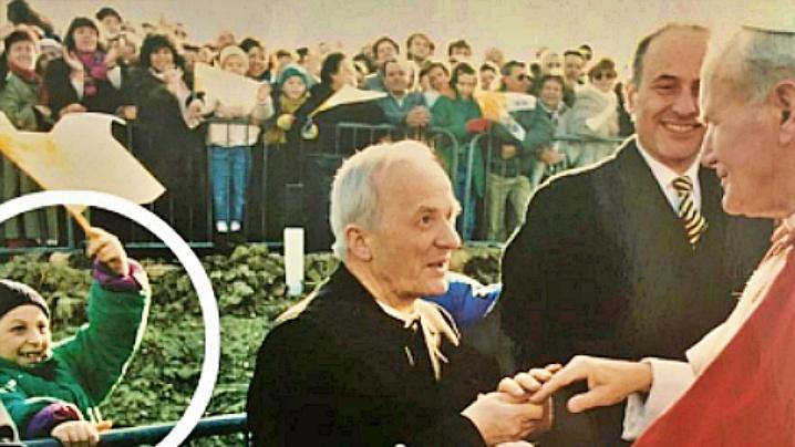 O viață schimbată de salutul Papei Ioan Paul al II-lea