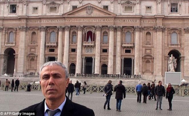Cel care a încercat să-l omoare pe Papa Ioan Paul al II-lea i-a adus trandafiri la mormânt