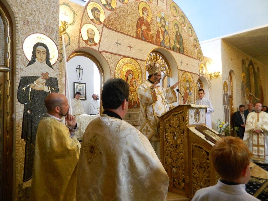 """Foto: Sfințirea Bisericii Parohiale Alba Iulia II, cu hramul """"Nașterea Maicii Domnului"""""""
