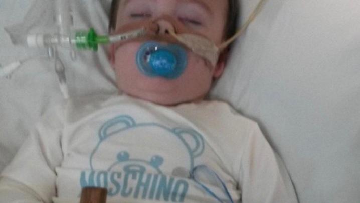 Veghe de rugăciune pentru Alfie, copilașul condamnat la moarte