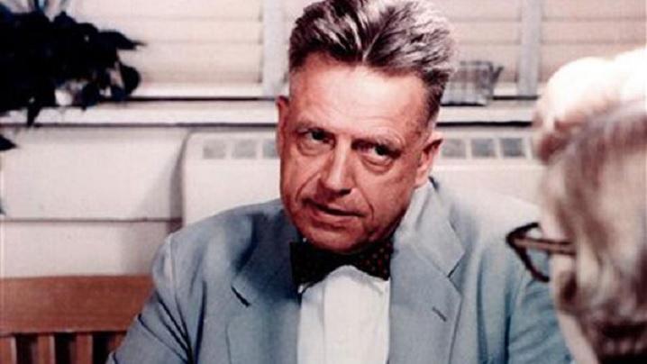 Alfred Kinsey, arhitectul educaţei sexuale în sec. XX, era masochist, exhibiționist şi total în favoarea pedofiliei