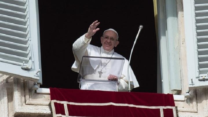 """Pelerinii pot participa fizic, din nou, la rugăciunile duminicale cu Papa în Piața """"San Pietro"""""""