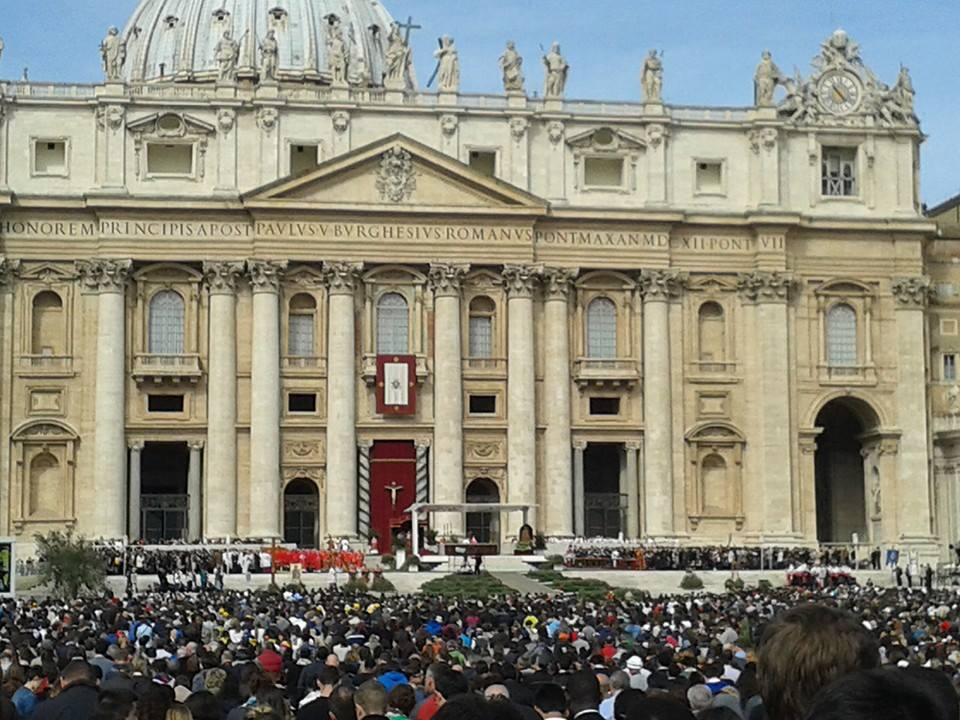 Papa Francisc a îndemnat tinerii să ducă în lume Crucea, semn al iubirii invincibile a lui Cristos