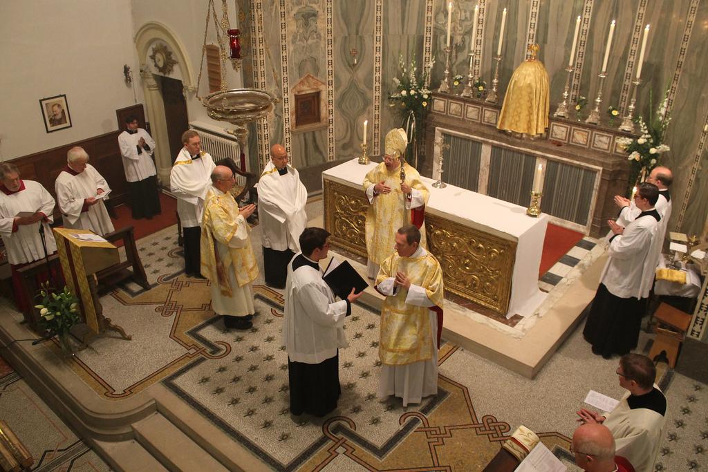 O zecime dintre preoții catolici ai Bisericii din Anglia sunt convertiți de la anglicanism