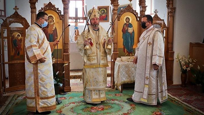 """FOTO/VIDEO: Sfânta Liturghie arhierească în biserica """"Sf. Apostoli Petru și Pavel"""" din Apahida"""