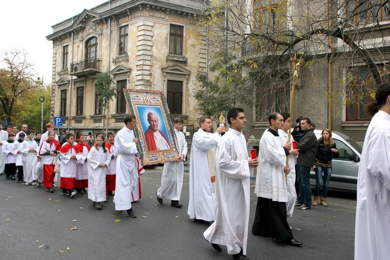 Procesiune cu relicva Fericitului Papă Ioan Paul al II-lea pe străzile Capitalei