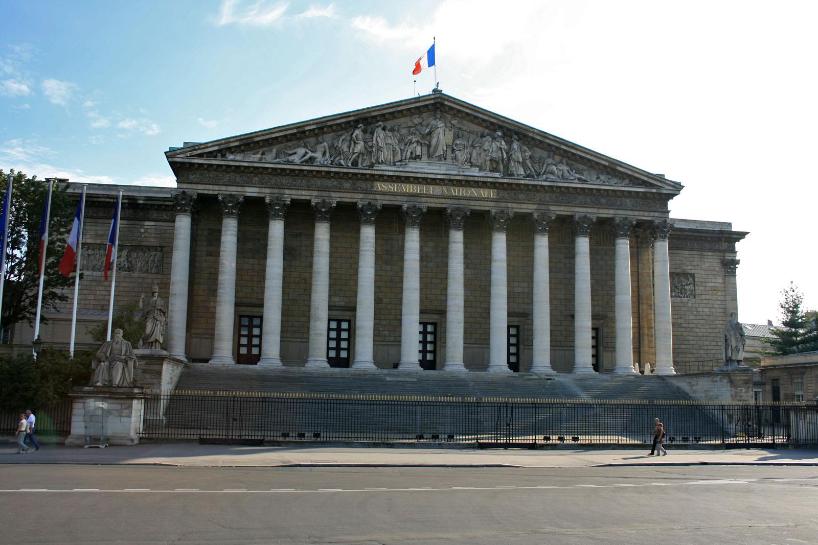 Parlamentul francez a cedat lobby-urilor companiilor farmaceutice și culturii morții