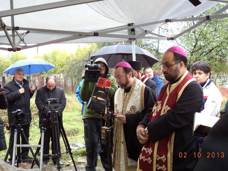 FOTO/VIDEO: Deshumarea osemintelor fostului episcop Atanasie Anghel
