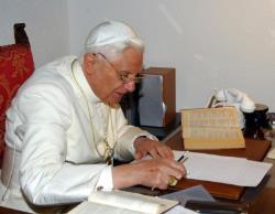 """Apariţia a două noi volume din """"Opera Omnia"""" a lui Joseph Ratzinger - Benedict XVI"""