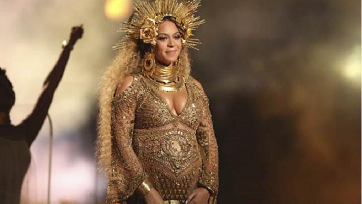 Beyonce celebrează maternitatea la Premiile Grammy. Oare numai copiii nenăscuți ai vedetelor sunt valoroși?