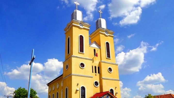 Resfințirea bisericii din Haieu, în direct la MARIA TV
