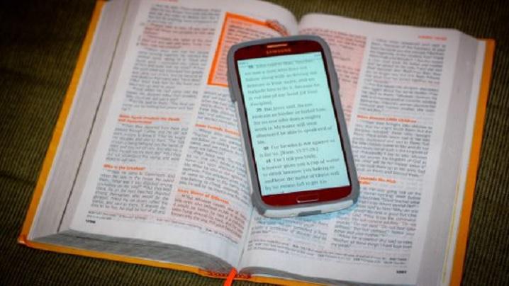 """""""Ce-ar fi dacă am trata Biblia ca pe telefonul mobil?"""""""