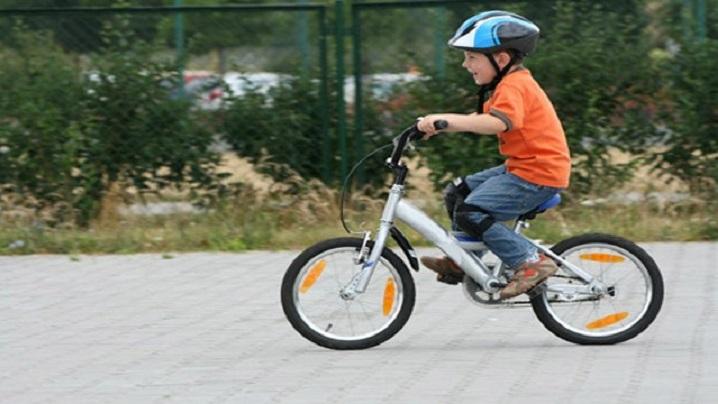 Biciclete în loc de pupitre