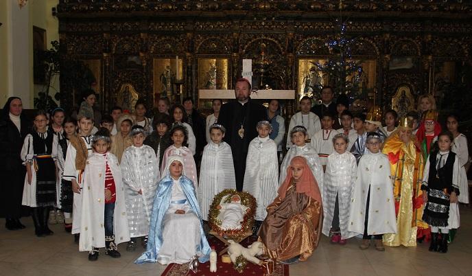 """FOTO: Colindători în Catedrala """"Sfânta Treime"""" din Blaj"""