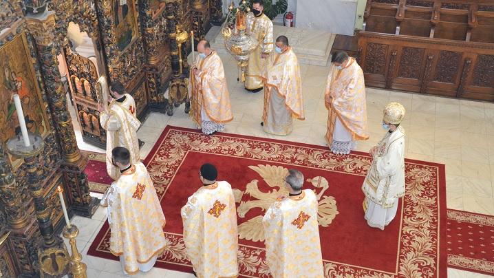 """Foto: Hirotoniri de preot și diacon în Catedrala """"Sfânta Treime"""" din Blaj"""