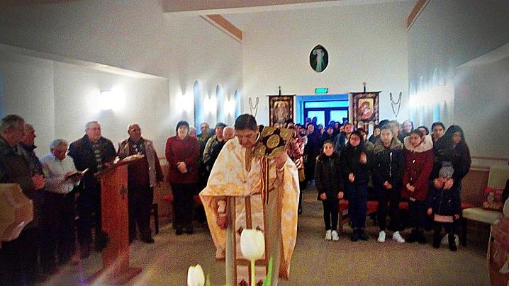 Instalarea parohului în Biserica vizitată de Papa Francisc