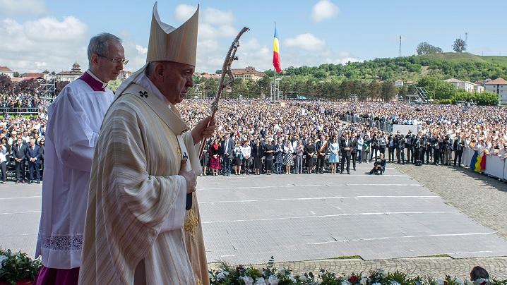 """Simpozion Internațional online: """"Să mergem împreună"""": universalitate și incluziune. Doi ani de la Vizita Papei Francisc la Blaj (2019-2021)"""