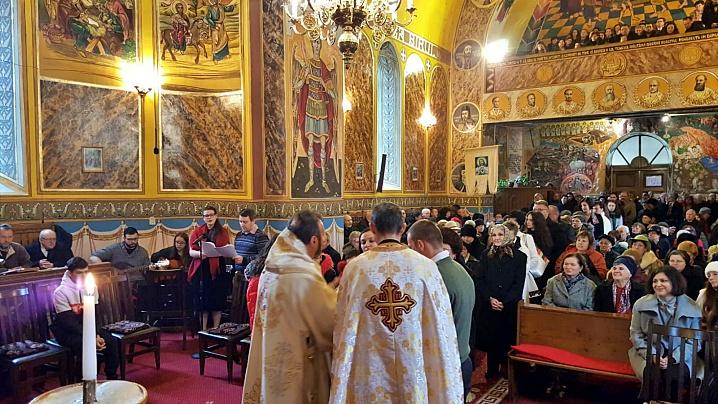 FOTO: PS Claudiu, în mijlocul credincioșilor parohiei Blaj II, Capela Arhiereilor