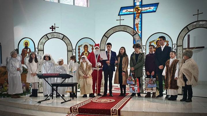 Tinerii Parohiei Greco-Catolice din Brașov vestesc Nașterea Domnului