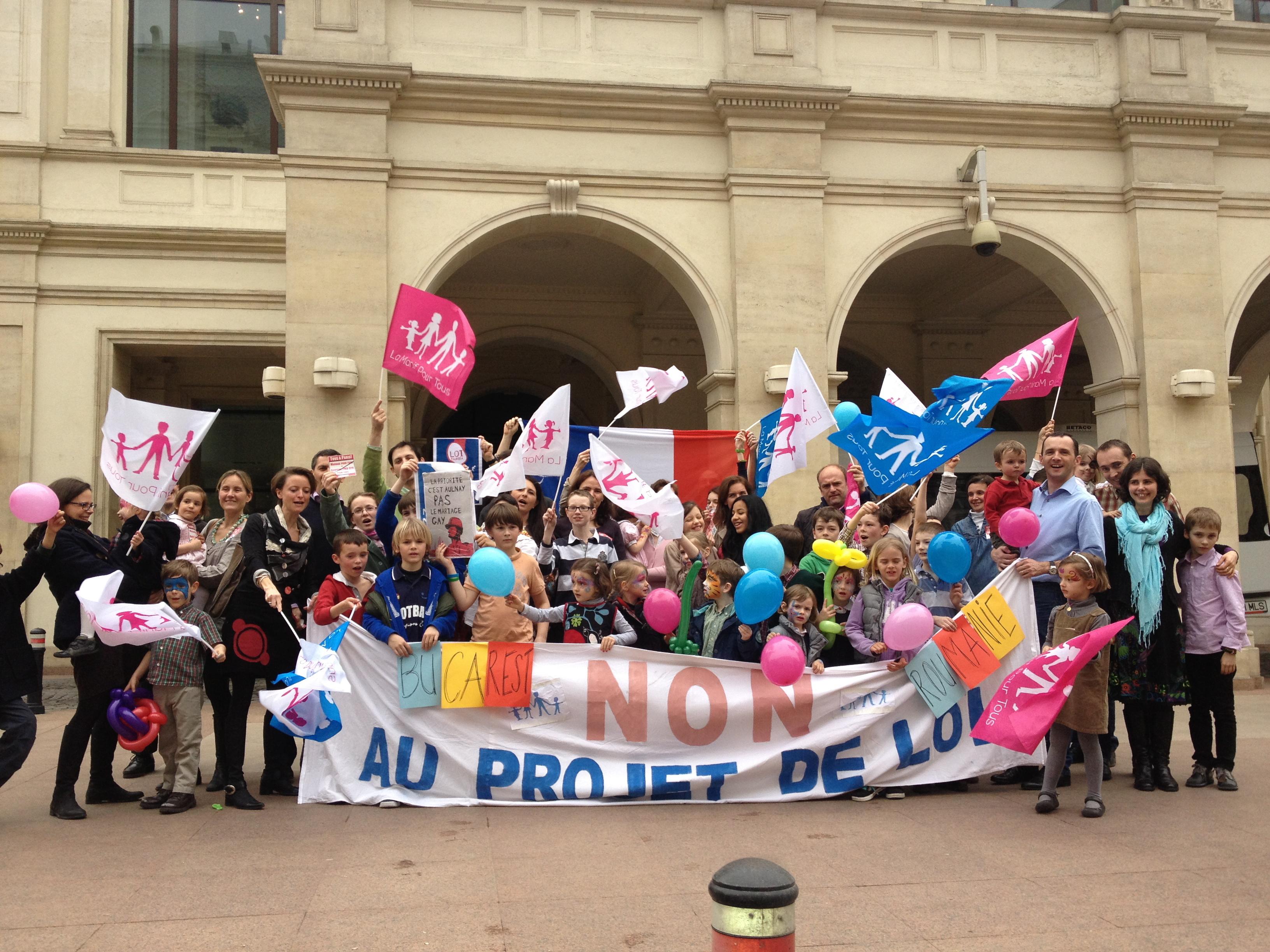Manifestanți pentru apărarea căsătoriei la București