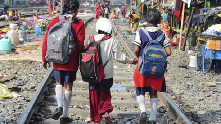Guvernul Indiei legiferează adopțiile gay. Surorile Maicii Tereza închid serviciul de adopții
