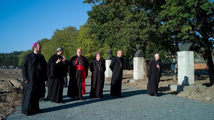 Foto: Cardinalul Sandri vizitează Câmpia Libertății