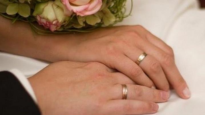 Te căsătorești căutând fericirea ta? Căsătoria nu e pentru tine