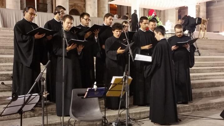 """Corul Colegiului """"Pio Romeno"""", la prezentarea cărții """"Biserica catolică și comunismul"""""""