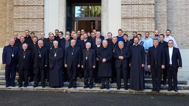 Cardinalul Sandri și episcopii catolici din România în vizită la Colegiul Pio Romeno