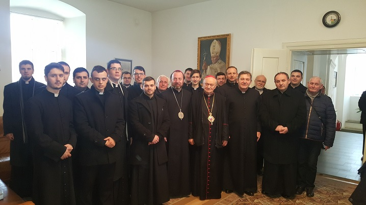 FOTO: Colindători la reședința Arhiepiscopului Major