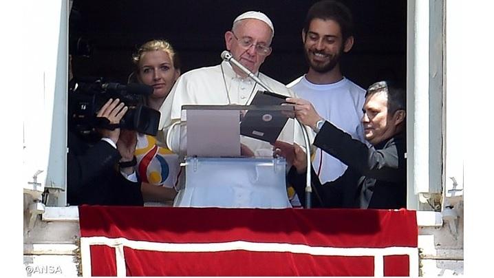 Mesajul Sfântului Părinte Francisc pentru a 51-a Zi Mondială a Comunicaţiilor Sociale