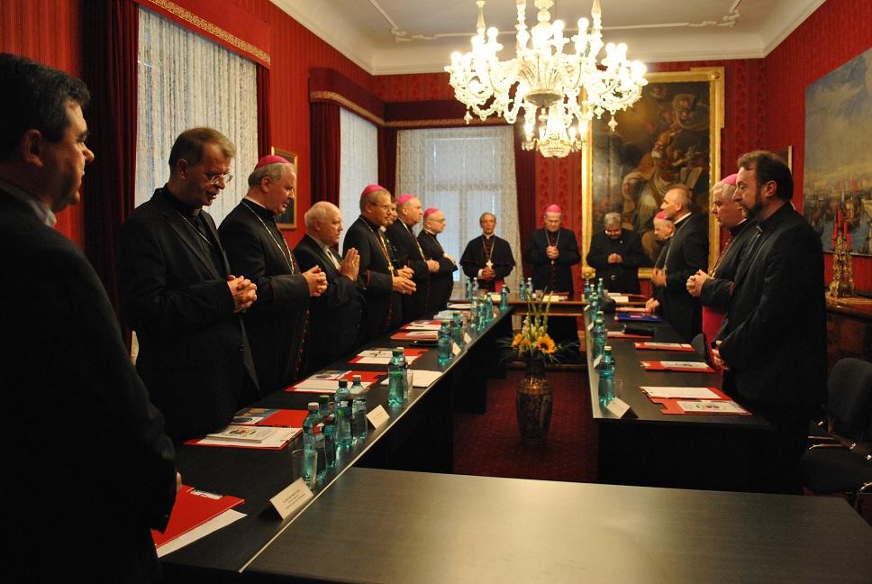 Familia și educația tinerilor în atenția episcopilor catolici din România