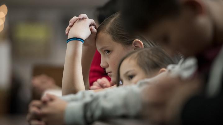 Cum îți îndepărtezi copiii de Biserică