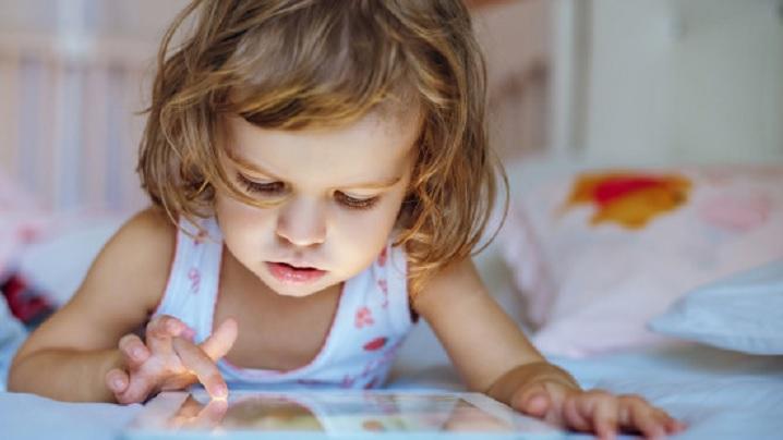 Cea mai bună explicație pentru a înțelege ce efecte au ecranele asupra copiilor