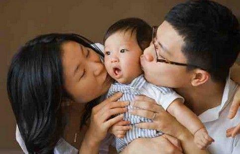 """China: 2 milioane de nou-născuți în plus în 2015, dar politica """"unui sigur copil"""" continuă să ucidă"""