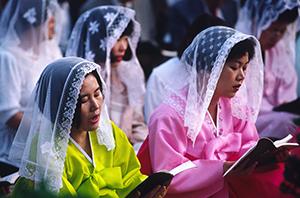O Biserică vie, cu numeroase vocaţii, bogată în martiri, în care laicii au un nivel înalt de participare