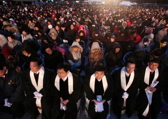 Papa priveşte înspre Coreea, frontiera convertirii