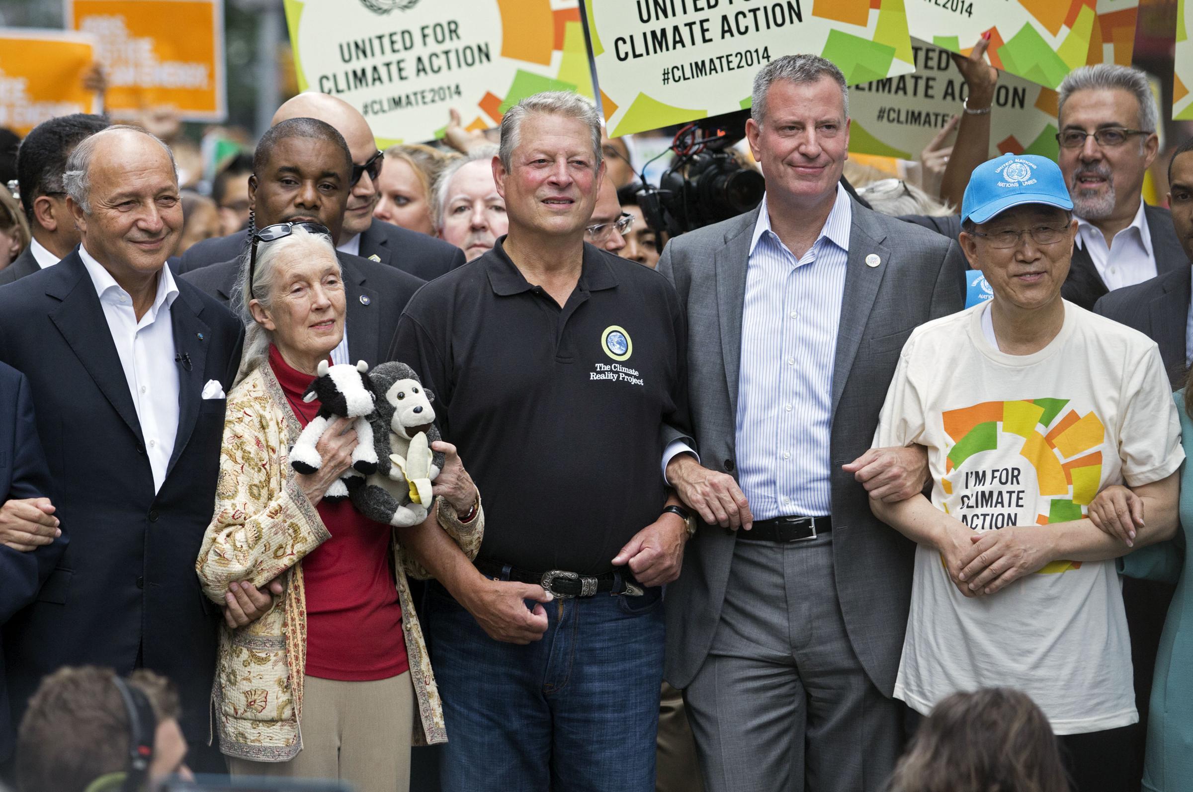 """""""Dragi ecologiști, înainte să combateți schimbările climatice, învațăți să aruncați resturile în coșul de gunoi"""""""