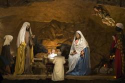 Sărbătoarea Crăciunului, speranţă şi duioşie în întâlnirea cu Isus
