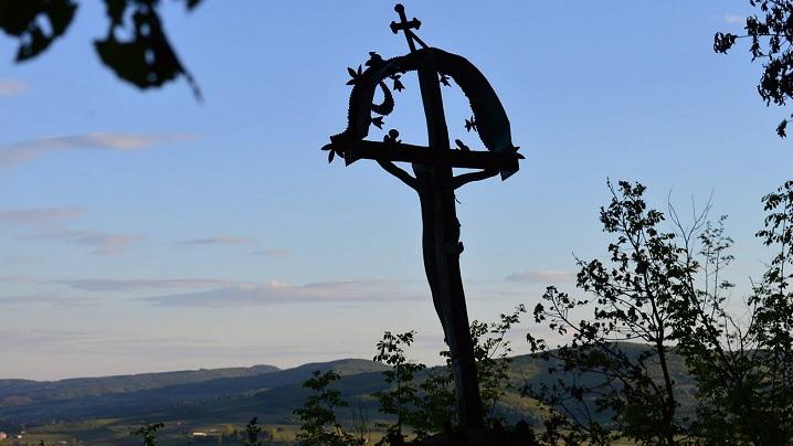 Rugăciune în fața Crucii lui Cristos