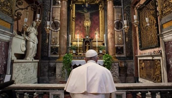 Istoria Crucifixului miraculos în fața căruia s-a rugat Sfântul Părinte