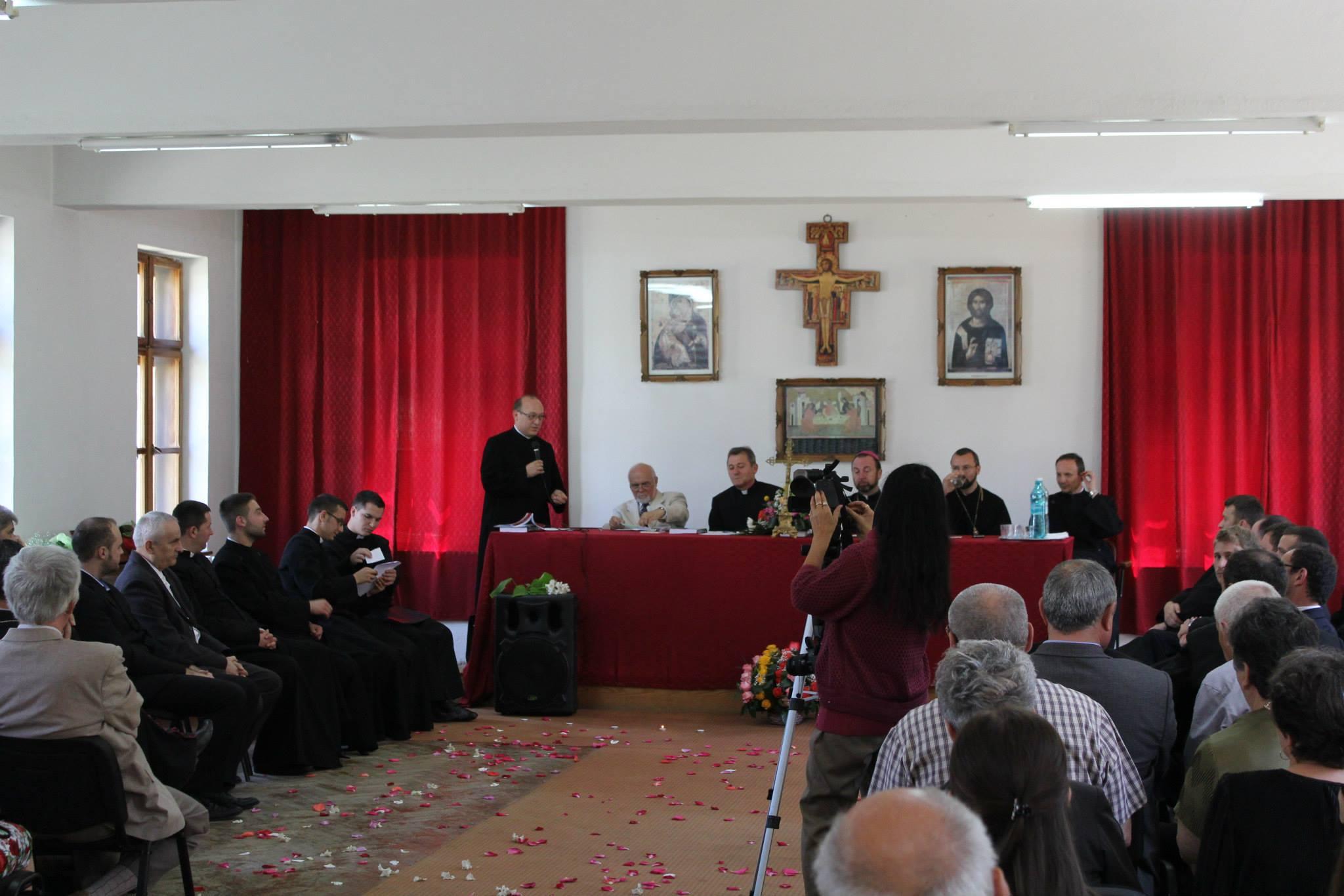 FOTO: Curs festiv pentru promoția 2014 a Facultății de Teologie Greco-Catolică