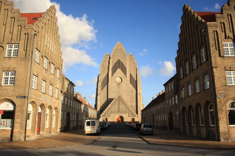 Statul constrânge Biserica să calce în picioare Creștinismul!