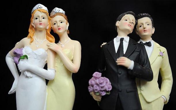 """Șase judecători obligați să oficieze """"căsătorii"""" homosexuale demisionează"""