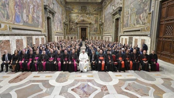 """Papa Francisc, operatorilor mass-media: comunicați Evanghelia """"fără căpșuni în tort"""""""