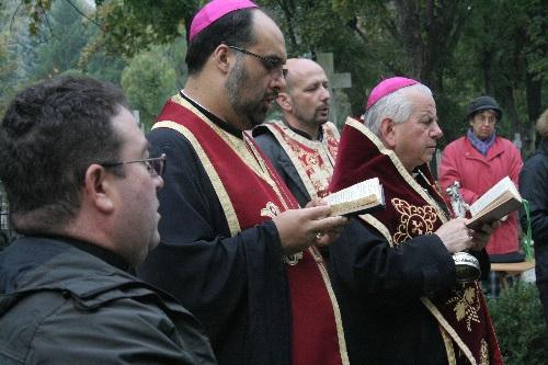 FOTO: deshumarea osemintelor episcopului Ioan Bălan