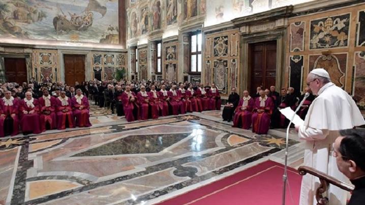 """Discursul Papei la Rota Romana: """"Este necesară pregătirea înainte și după căsătorie"""""""
