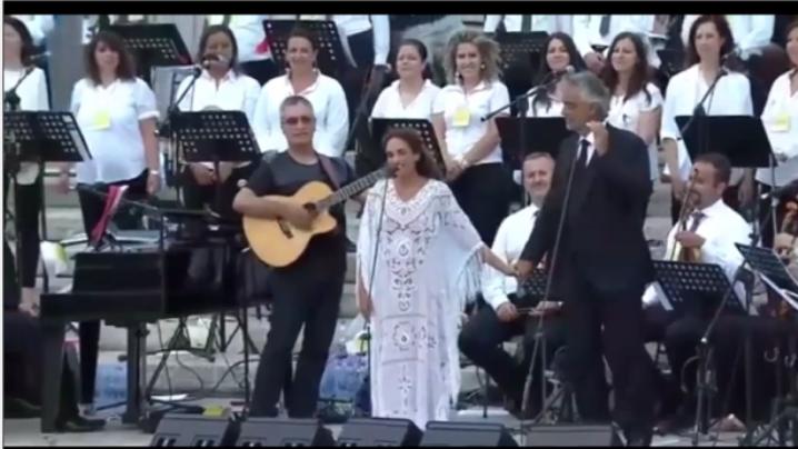 Noa e Andrea Bocelli cântă împreună pentru ecumenism, în Piaţa Sf. Petru
