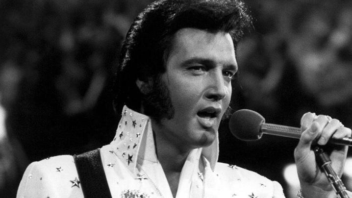 """Elvis Presley cântă """"Miracolul Rozariului"""""""