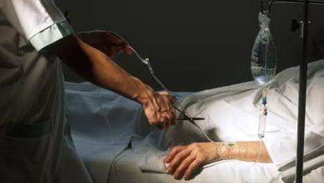 Și Anglia se pregătește să legalizeze eutanasia, deja practicată tacit în insulă